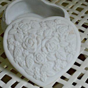 White Heart Jewelry Trinket Box Rose Details
